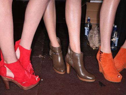 נעליים בתצוגת אופנה (צילום: Sandra Mu, GettyImages IL)
