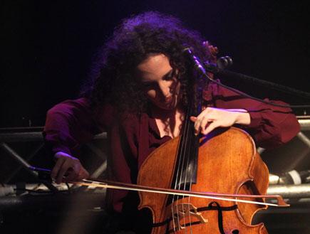מיה בלזיצמן הופעה (צילום: סיון כהן)