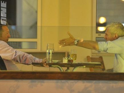 פרננדז וגאידמק. המאמן נראה נסער (שוקה כהן) (צילום: מערכת ONE)