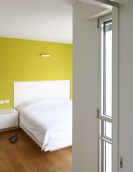 חדר שינה הורים אחרי שיפוץ 2  אמיצי אדריכלים (צילום: עוזי פורת)