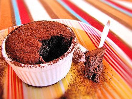 סופלה שוקולד מוכן (צילום: דליה מאיר, קסמים מתוקים)