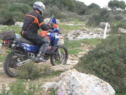 אופנוע נוסע בשטח (יח``צ: KTM)