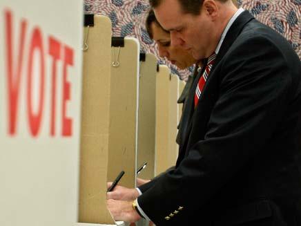 """מצביעים בחצי הקדנציה - בחירות בארה""""ב (צילום: חדשות 2)"""