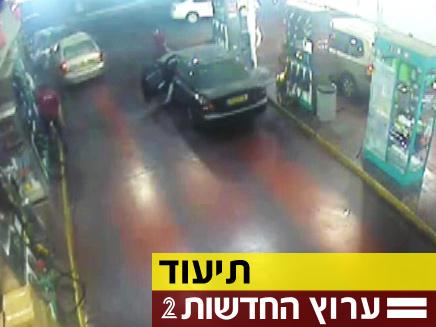 מול המצלמה: תאונה מוזרה ברמת אביב (צילום: חדשות 2)