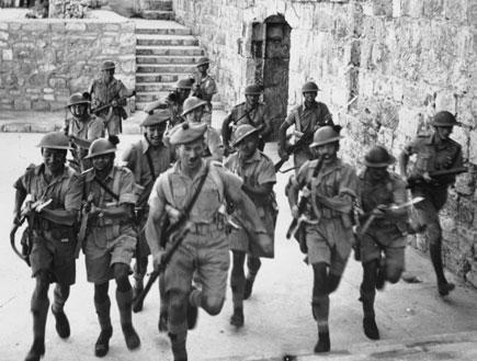 חיילים בריטיים בירושלים (צילום: Fox Photos, GettyImages IL)