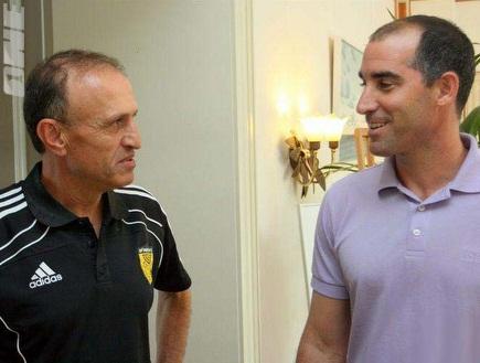 """מלמיליאן וקורנפיין. המאמן נשאר (האתר של בית""""ר)) (צילום: מערכת ONE)"""