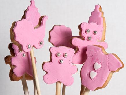 עוגיות על מקל - עוגיות דובים מוכנות (צילום: ג'יג'י בייקרי)