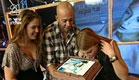 דנה ברגר מלקקת עוגה