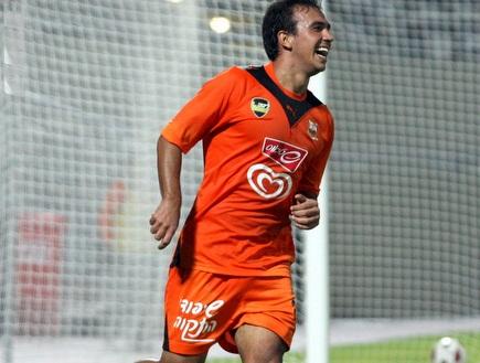הכדור ברשת, פדרו גלבאן חוגג את הרביעי (יניב גונן) (צילום: מערכת ONE)