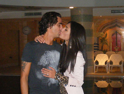 נירו וקארין מתנשקים בספא המלון