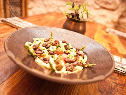 ספגטי אלי אוליו עם זיתים (צילום: מסעדת אדמה)