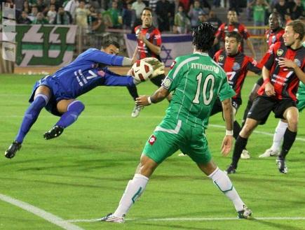 ההגנה האדומה לא איפשרה לכדור לחדור (עמית מצפה) (צילום: מערכת ONE)