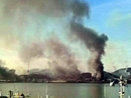 עשן שחור עולה מהאי שהופגז, השבוע (צילום: חדשות 2)