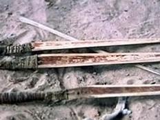 סכיני הציד של הילידים (צילום: הסאן)