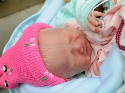 התינוקת שננטשה בסין (צילום: דיילי מייל)