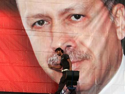 ארדואן. גם רעש אדמה פוליטי בטורקיה (צילום: AP)
