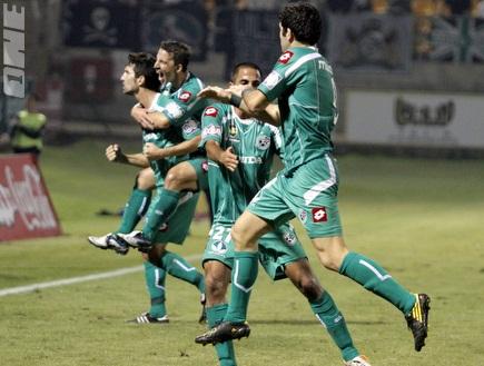 שחקני מכבי חיפה חוגגים באשקלון (יוסי ציפקיס) (צילום: מערכת ONE)