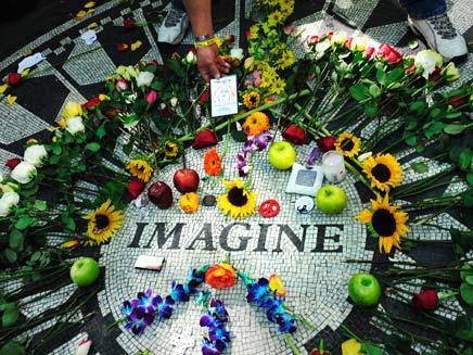 30 שנה לרצח ג'ון לנון (צילום: רויטרס)