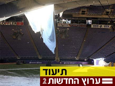 צפו: תקרת האצטדיון קורסת מהשלג (צילום: רויטרס)