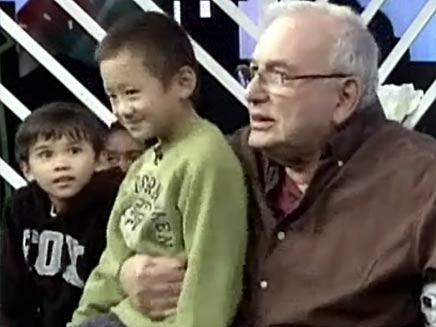 מסיבת הגן עם ילדי העובדים הזרים (צילום: חדשות 2)