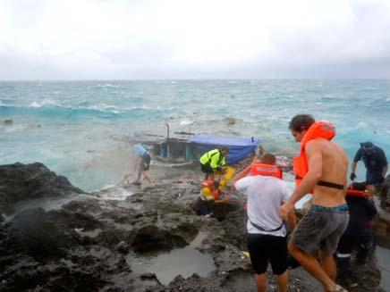 אסון מול חופי אוסטרליה (צילום: AP)