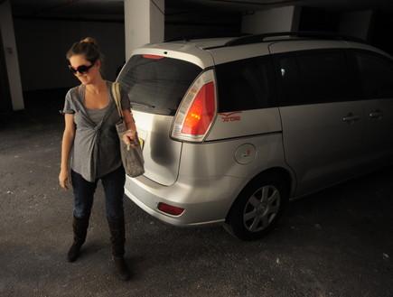 מיכל ינאי חוזרת מבית החולים (צילום: אלעד דיין)