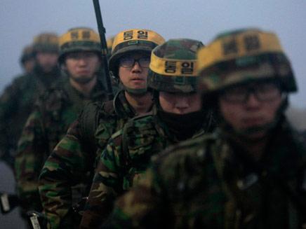 """""""לא נתנצל"""". תרגיל בקוריאה הדרומית, ארכיון (צילום: AP)"""