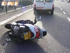 האופנוע של אבי כהן על הכביש. עוד תאונת אופנוע בעולם הספורט הישראלי (צילום: מערכת ONE)