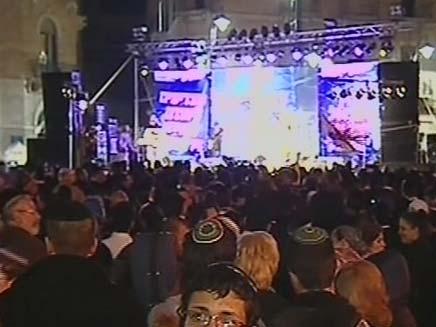 לא להשכיר לערבים: הפגנה המונית בירושלים (צילום: חדשות 2)