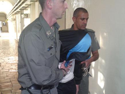 אחד הנערים החשודים, היום בבית המשפט (צילום: יוסי זילברמן)