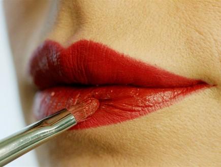 שלב 5 באיפור שפתיים (צילום: עודד קרני)
