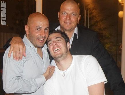 איתן ספיר, תמיר כהן והאבא אבי (מיכה בננו) (צילום: מערכת ONE)