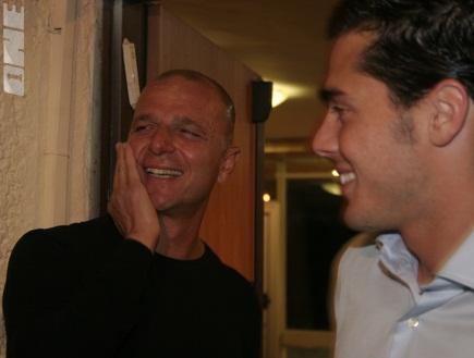 אבי כהן ותמיר כהן. שניות אחרי הכניסה לארוע (צילום: מערכת ONE)