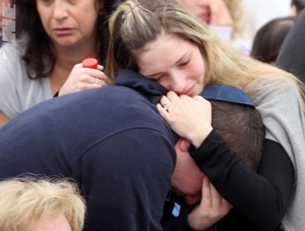 בנו של אבי כהן נשבר במהלך הטקס (יניב גונן) (צילום: מערכת ONE)