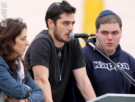 תמיר כהן והאחים (יניב גונן) (צילום: מערכת ONE)