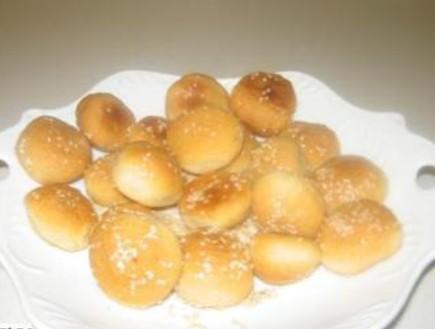 כדורי בצק גבינה ממולאים בזיתים (צילום: הבלוג של בתיה דורון)