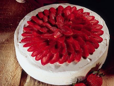 עוגת תותים מפנקת (צילום:  יחסי ציבור )