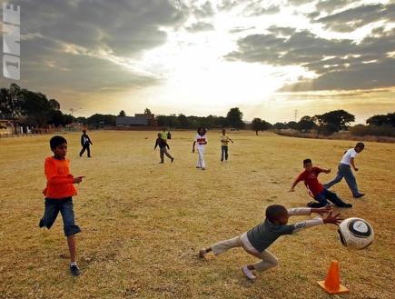 2010 - שנת ההתפשטות של הכדורגל (רויטרס) (צילום: מערכת ONE)