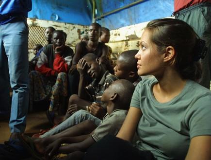 אנג'לינה ג'ולי באפריקה (צילום: אימג'בנק/GettyImages, getty images)