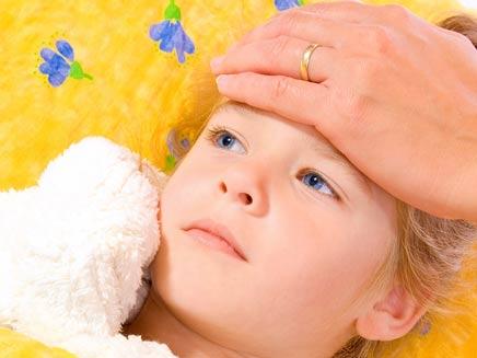 ילדה חולה (צילום: שוטרסטוק)