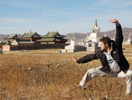 עתי עושה קונגפו בסין