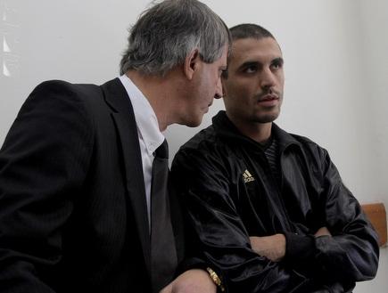 דה סילבה ועורך דינו, אבי חימי, היום (יוסי ציפקיס) (צילום: מערכת ONE)