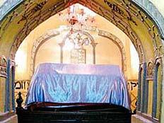 קברם של מרדכי היהודי ואסתר המלכה (צילום: breslev.co.il)