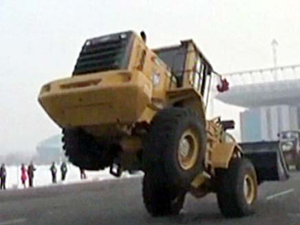 הטרקטור המרקד הסיני (צילום: חדשות 2)