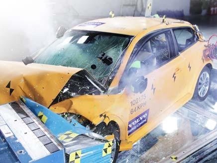 צפו במבחני הריסוק של הרכב החשמלי של וולוו (צילום: רוני נאק שטח.TV)