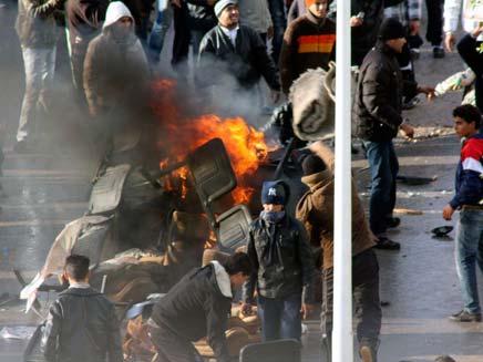 הפגנות אלימות בטוניס בעקבות עליות המחירים (צילום: חדשות 2)