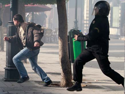 המהומות בתוניסיה. פתחו את גל המהפכות (צילום: רויטרס)