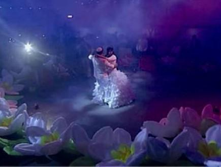 פרחים מתנפחים לריקוד הסלואו (צילום: Flashבר)