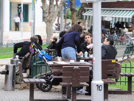 עירית שטראוס, גיל דסיאנו, בית קפה (צילום: אלעד דיין)