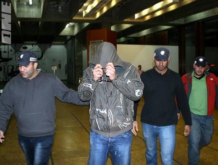 אחד החשודים בפרשה בבית המשפט (מור שאולי) (צילום: מערכת ONE)